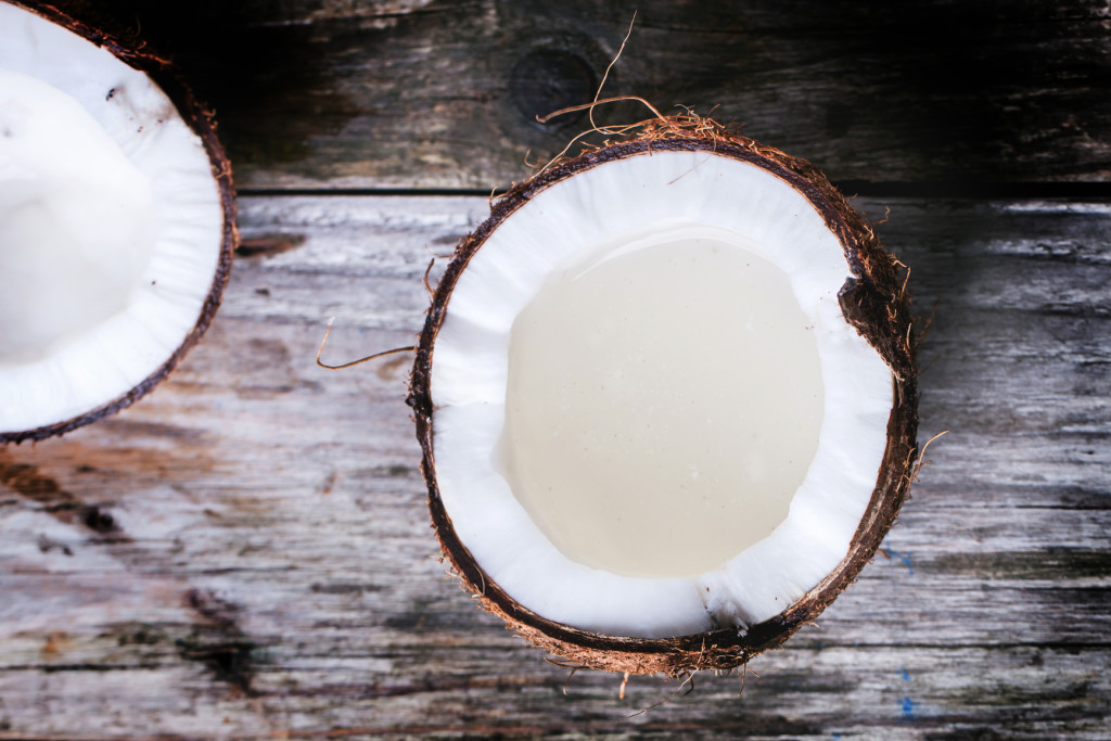 25 NEW Ways To Add Coconut Oil To Your Beauty Regimen